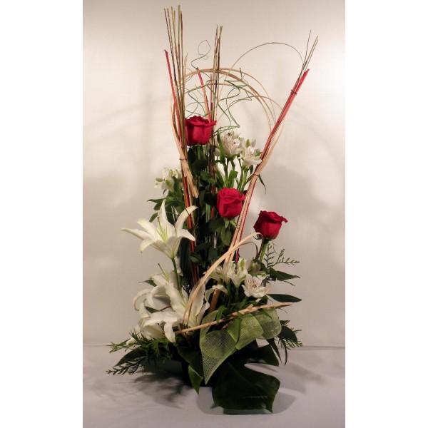 centro-de-flores-rosas-rojas-lilium
